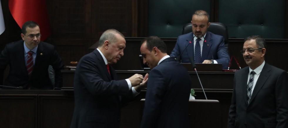 Cumhurbaşkanı Erdoğan İlmek'e Parti Rozetini Taktı