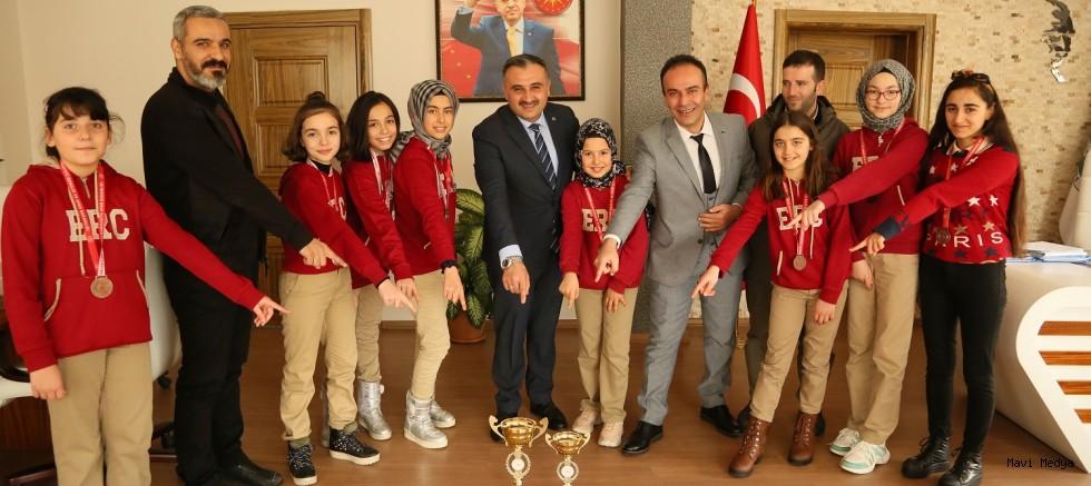 Develİ'de Satrançta İki Kupa Sevinci!
